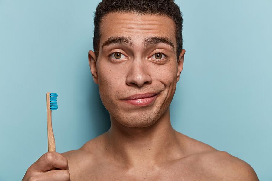 l'uso improprio dello spazzolino da denti causa gonfiore delle gengive